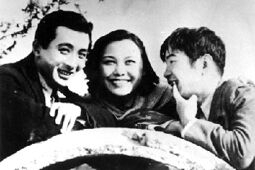 (In the Spring), a song from a 1937 movie classic 《十字街头》。